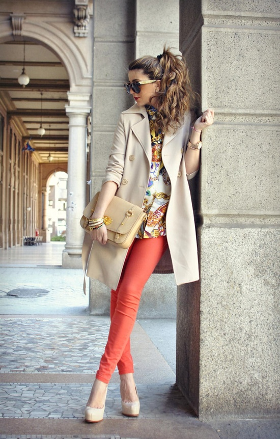 The perfect spring outfit in Italy: light jacket, bright pants, and big shades!